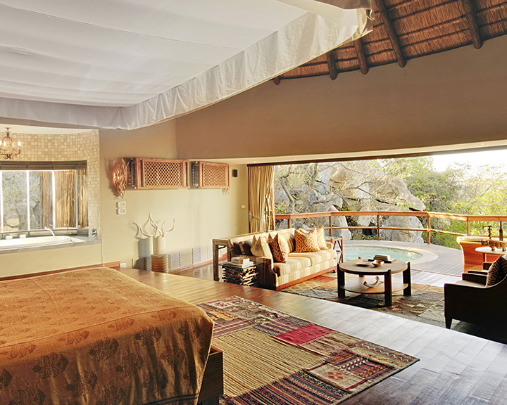 Ulusaba-Game-Reserve-cliff-lodge-suite1
