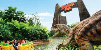 Jurassic World: Explore & Roar