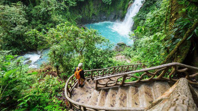 Explore Limon Province